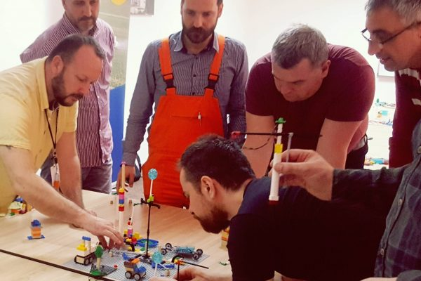 Ucesnici radionice unapredjenja zaštite i bezbednosti na radu primenom Lego Serious Play metodologije